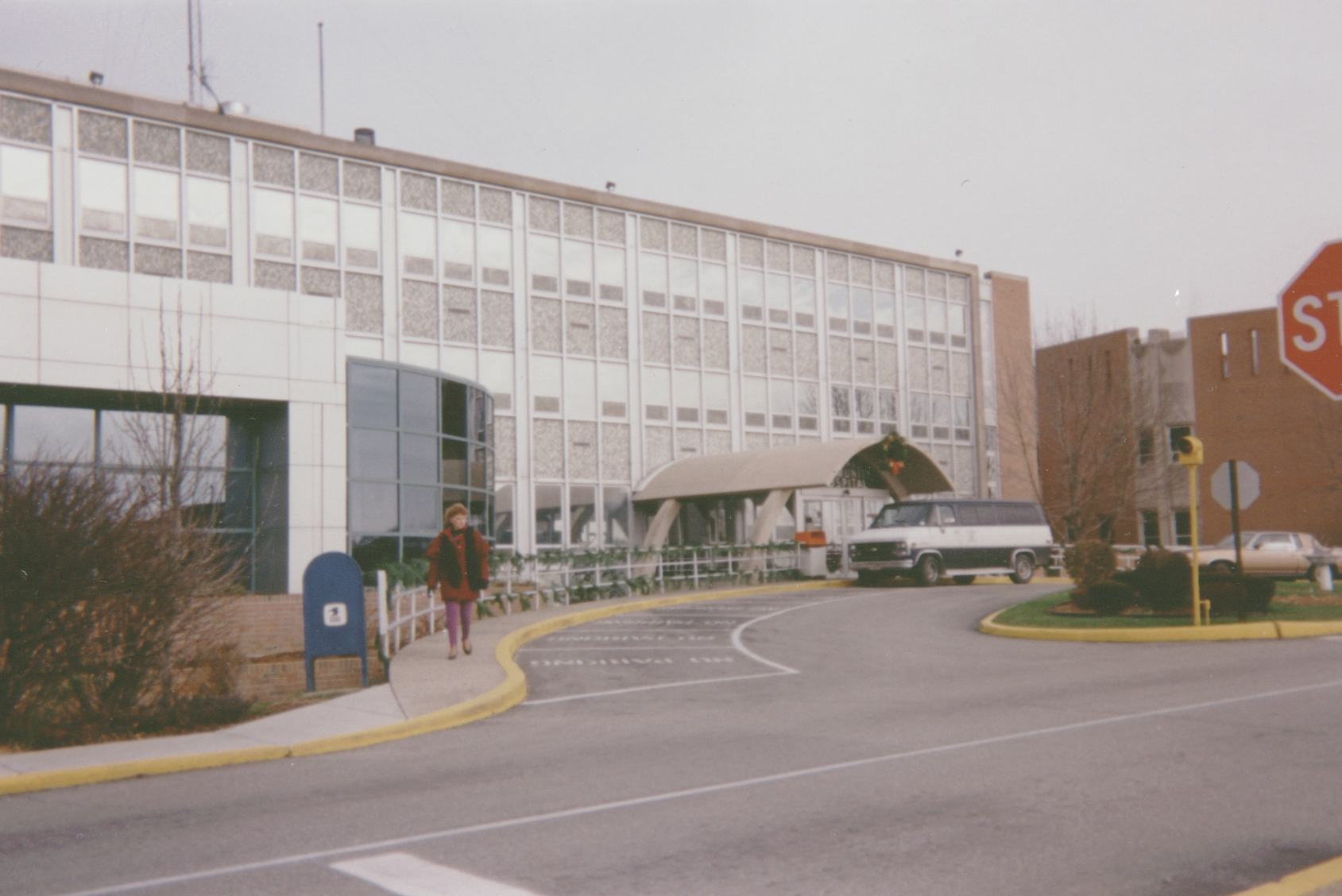 Howard_Community_Hospital_exterior_before3.jpg