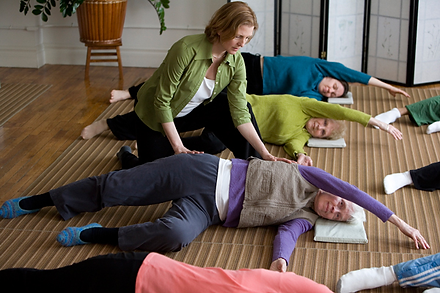 Pelvis to Shoulders Awareness Through Movement Awareness and Integration classes. Feldenkrais Toronto West & Feldenkrais Method neuro movements rewire brain to improve posture & mobility, reduce chronic joint pain, acute back pain, knee, hip replacement, improve balance, neurological disorders. Moshe Feldenkrais Method helps chronic or acute pain & enhance movement abilities. Feldenkrais Toronto West somatic education classes in neuroplasticity, stroke, improves recovery from surgery discomfort, walk move better & senior fall prevention. ATM Awareness Through Movement, Functional Integration help sports injury pain & dance. Sue Seto Guild Certified Feldenkrais Practitioner. Roncesvalles & Bloor West Village public classes. Private small group ATM classes. One on one private sessions. Feldenkrais workshops & class series. Moshe Feldenkrais inventor discover Feldenkrais method. Feldenkrais improve swimming, theater, dance, actors & musician and reduce neck and shoulder pain.