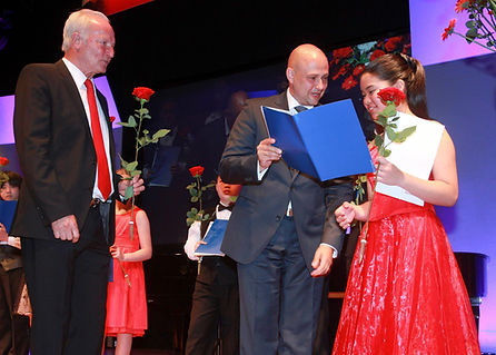 First Prize Winner in 13th Ettlingen International Competition for Young Pianists
