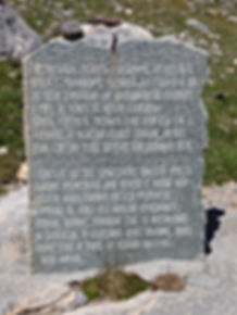 Lapide degli emigranti alla base del Col Sautron