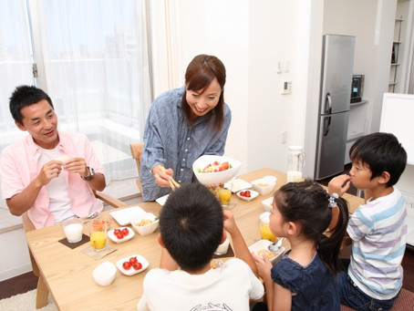 家族みんなで食卓を囲んでいますか?