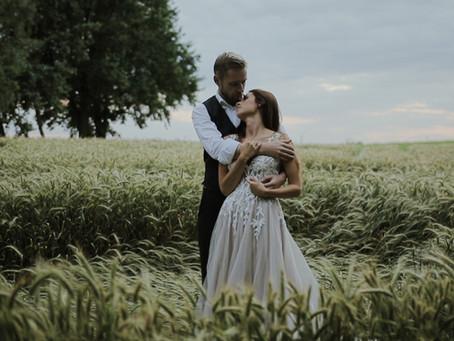 Plener ślubny w trakcie wesela czy sesja w innym dniu? Co wybrać?