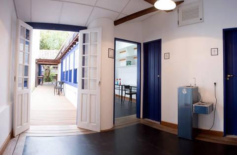 Banheiros e entrada da Sala Potinho.jpg