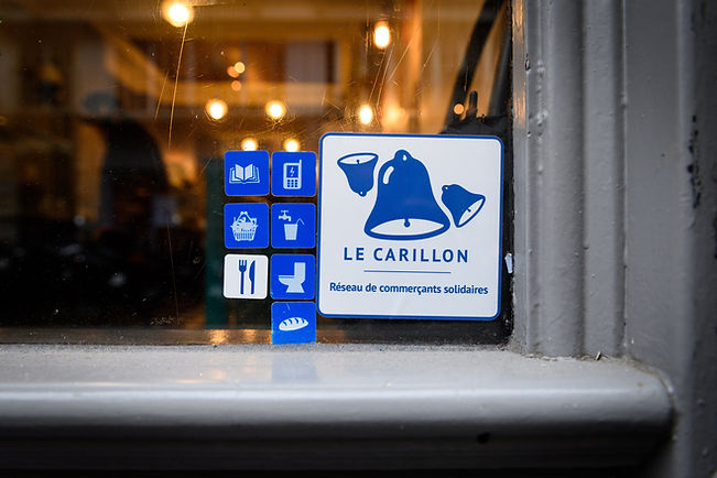 Labels and logo of the network le carillon