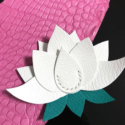 Lotus (蓮華)