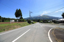 前面道路からの物件と眺望