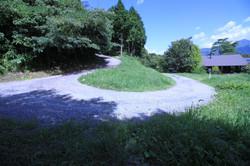 共有道路と敷地の一部の山林