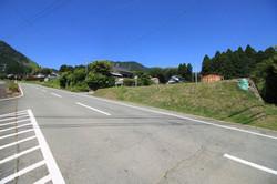 県道28号線へ続く前面道路