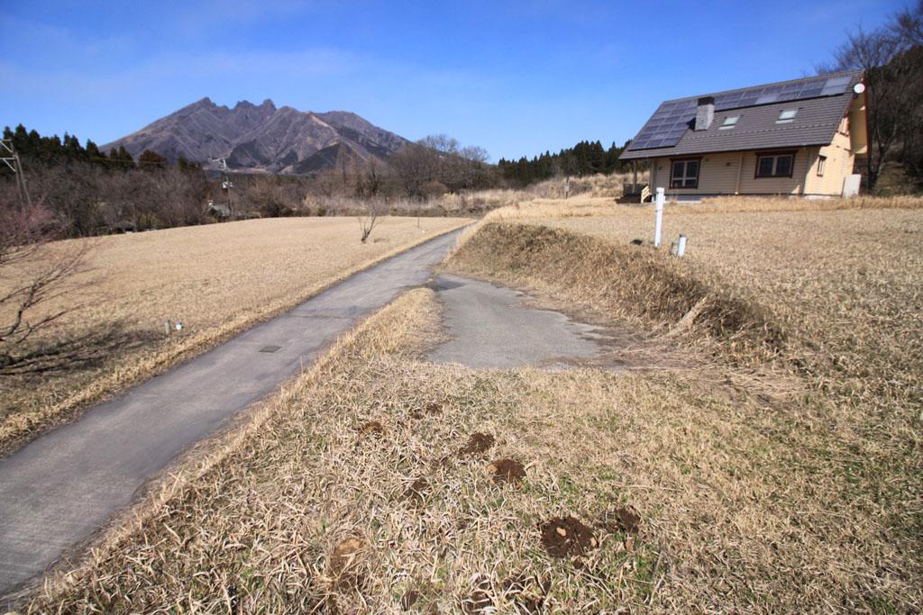 共有道路からのし敷地への上り口