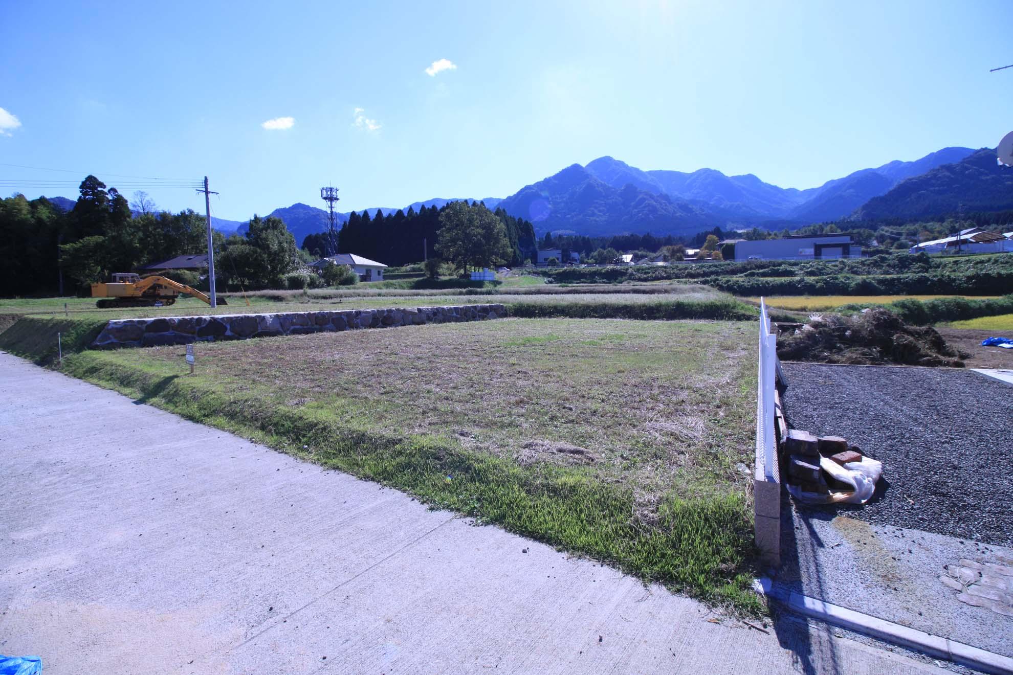 道路から見た南側の風景