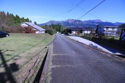 分譲地入口に接する村道