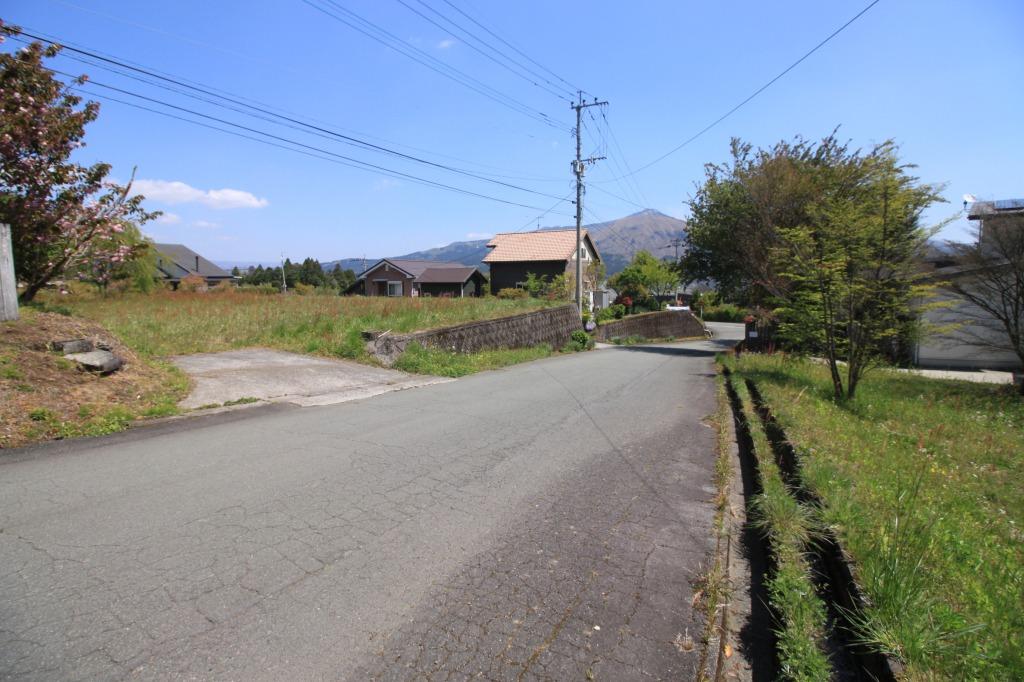 南東側接道と進入口