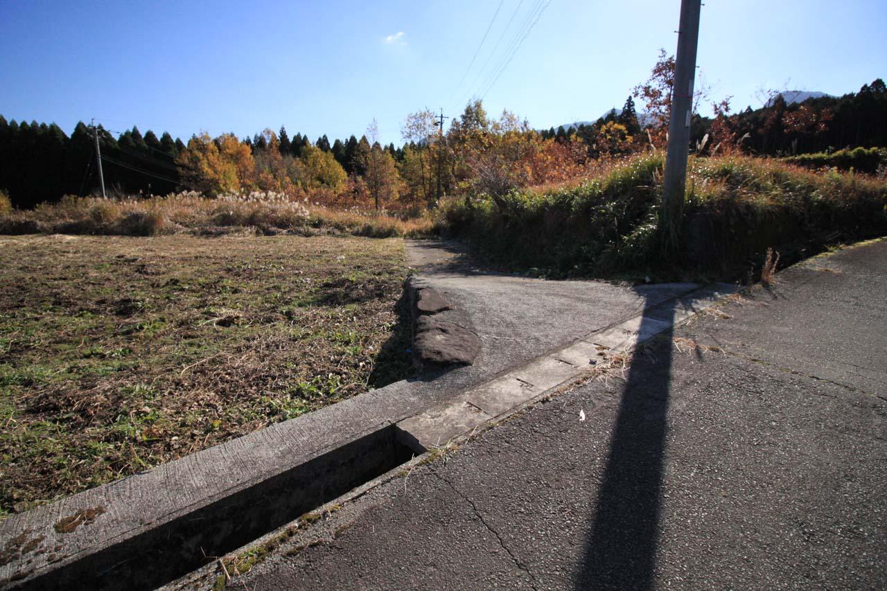 敷地南側-東側隣接地への進入路-