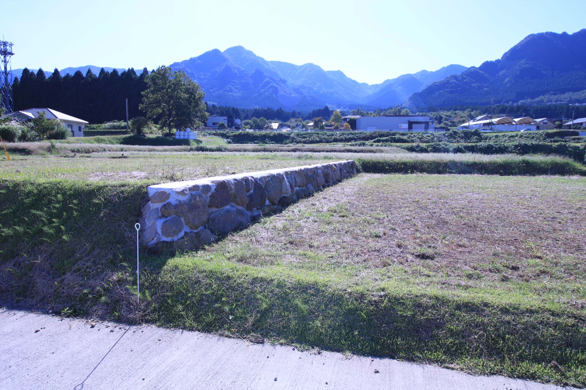 隣地(7号地)境界の石垣