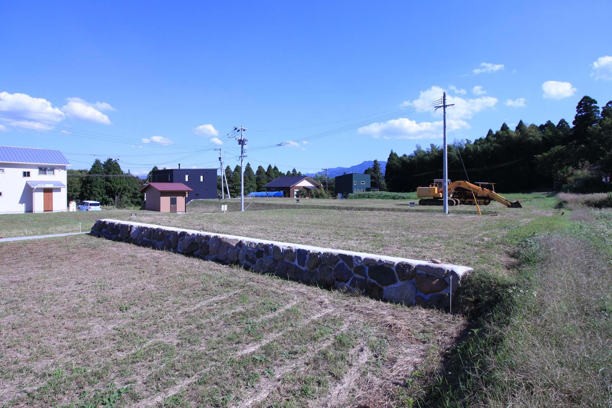 隣地から見た南東側の風景