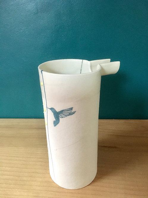 Petit pichet en porcelaine colibri bleu