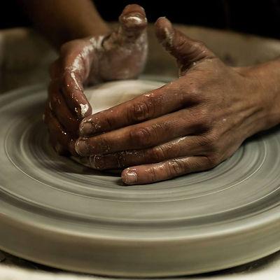 celine moissinac mains tournage porcelaine