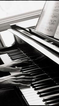 Piano Hands_edited.jpg