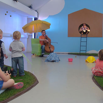 Peep is a beautiful and interactive performance for children aged 0-3 and their grown ups by Frozen Charlotte.