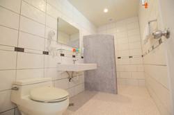 美式三人房衛浴