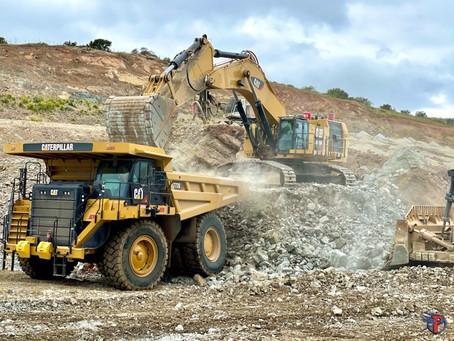 6015B loading 777G as work rapidly progresses on rocky Chula Vista project ⛏