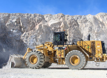 One of our 992K Wheel Loaders cleaning the floor between trucks at quarry in Southern California