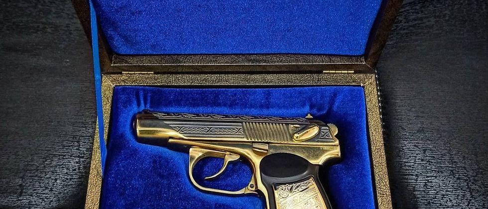 Пистолет Макарова украшенный золотом с гербом МВД (пневматический)