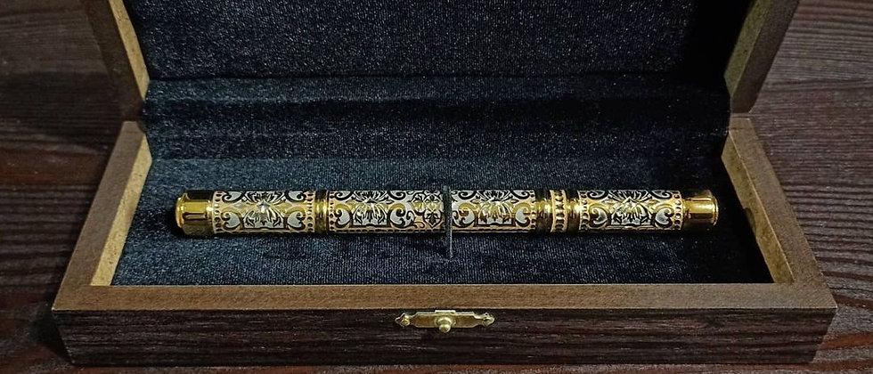 Ручка шариковая с колпачком, украшенная золотом, 2 фианита