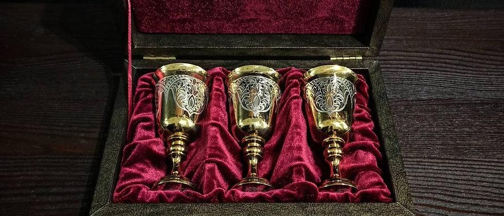 Подарочный набор из трёх рюмок в золоте