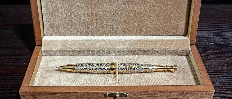 Ручка шариковая украшенная золотом с фианитом