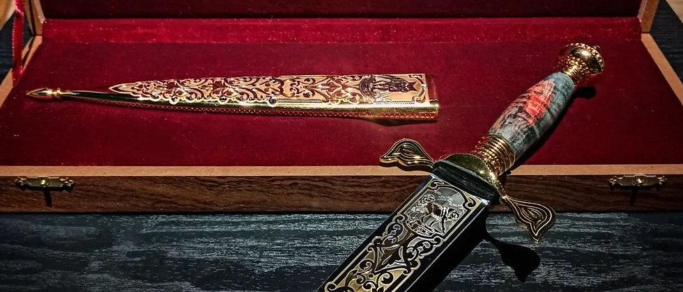 """Кинжал """"Волк"""" (ст. 95Х18, карельская стабил. берёза) Золото 999 пробы"""