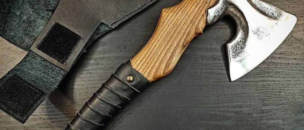 Топор ручной работы № 9 (сталь 65Г, литьё, ясень, натуральная кожа) 46 см