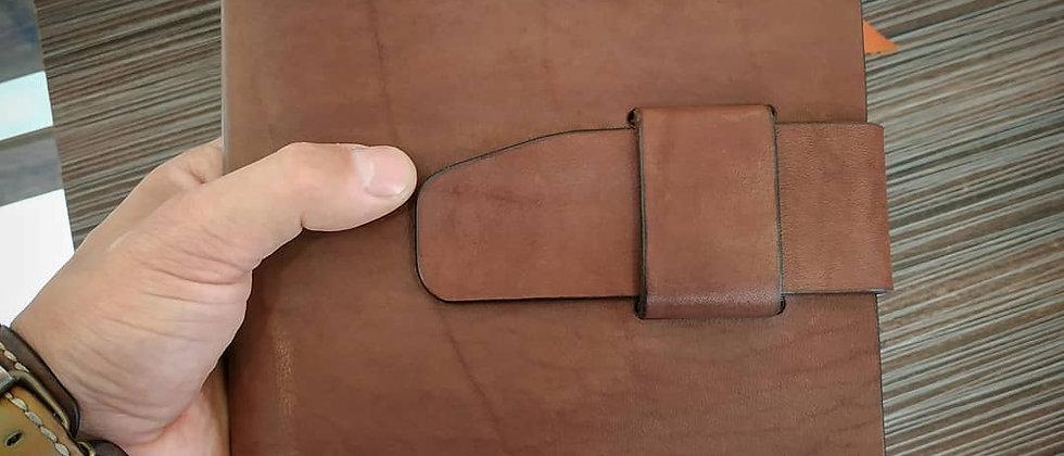 Ежедневник Good Man с ремешком, А5 (коричневый) с гравировкой на заказ