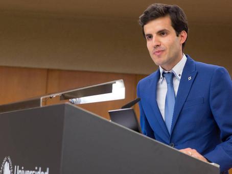 El Dr. Jesús Olivas Menayo recibe el máximo galardón que otorgan los pacientes con cáncer