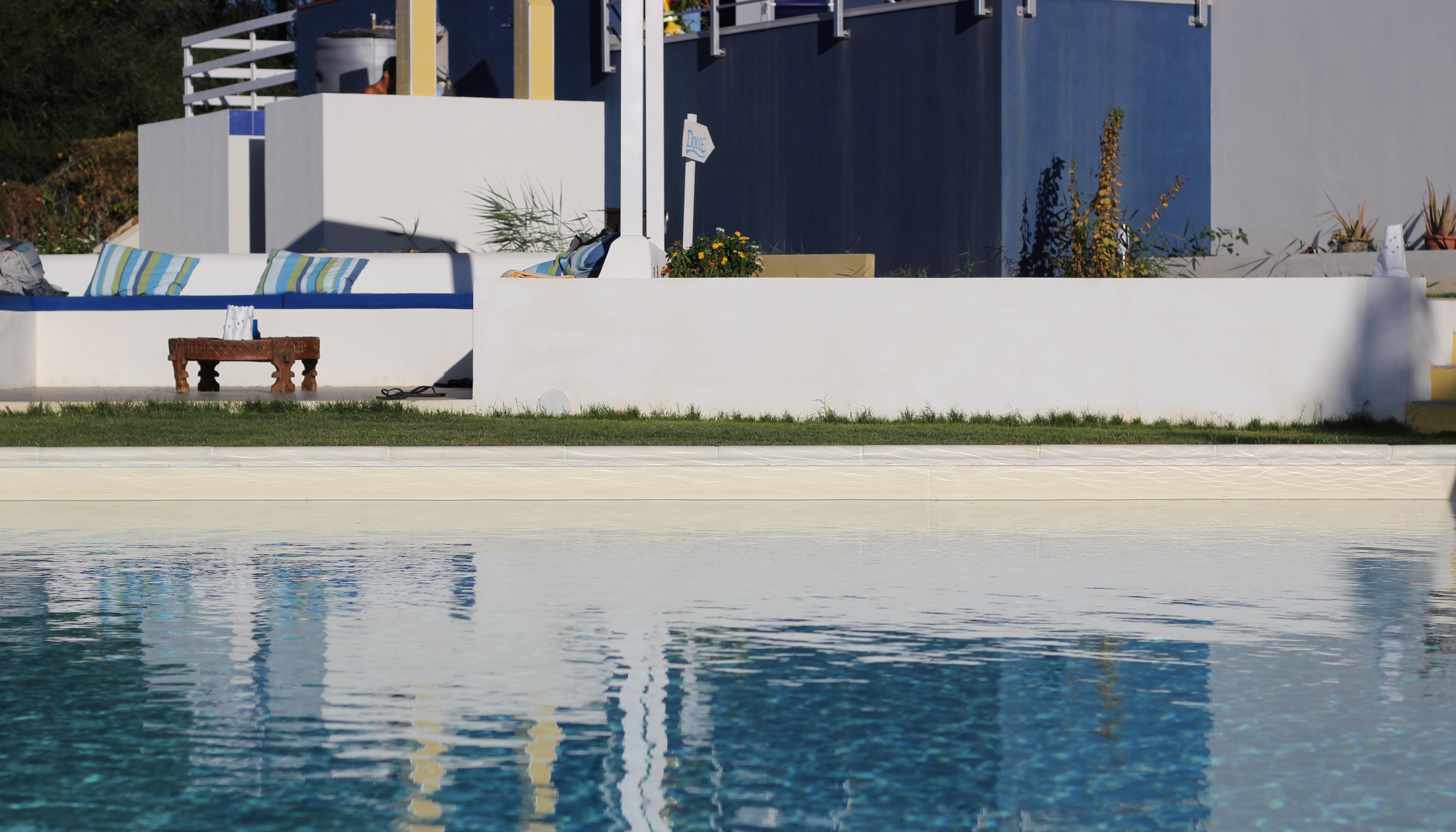 piscina|b&b casa azul castellammare