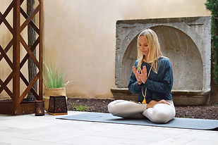 Yoga-pratique-faustine-1.jpg