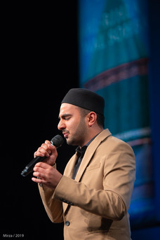 Milad Raza Qadri performing during the spiritual evening