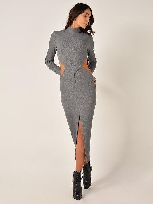 Утепленное платье с вырезами
