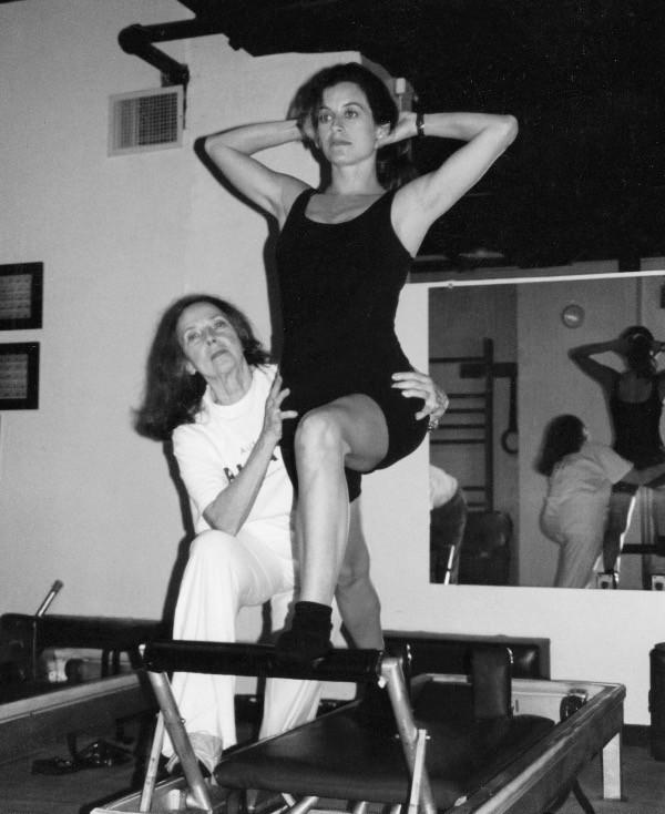 Con Romana ayudándome con Front Split Series, Dragos Gym, NYC, 1998