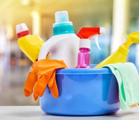 ¿Es bueno mezclar productos de limpieza para combatir al Covid-19?