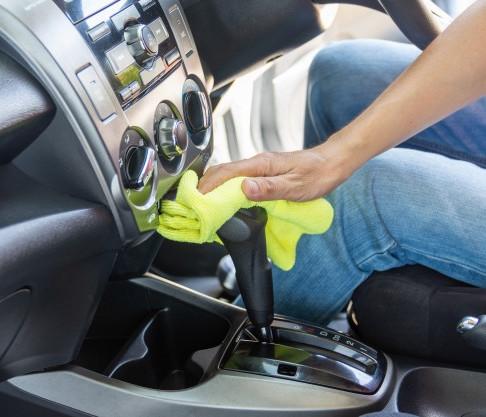 Cómo evitar el contagio por covid-19 al usar el auto