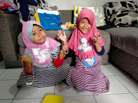 """Cerita Sikembar """" Menjual Gelang Demi Membantu para Korban Bencana Banjir Kalimantan Selatan"""""""