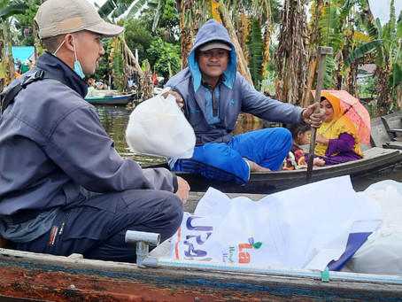 Selain Mendirikan Dapur Umum di SulBar, LAZISNA Terus Salurkan Bantuan Untuk Korban Banjir KalSel