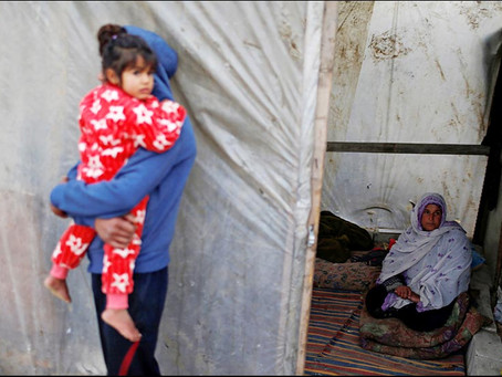 Warga Gaza Lewati Musim Dingin di Tenda Plastik