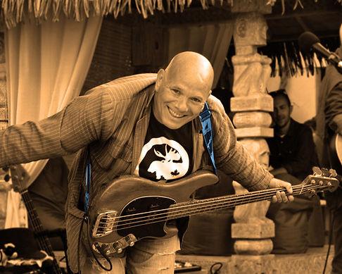Calhan Bob bassiste