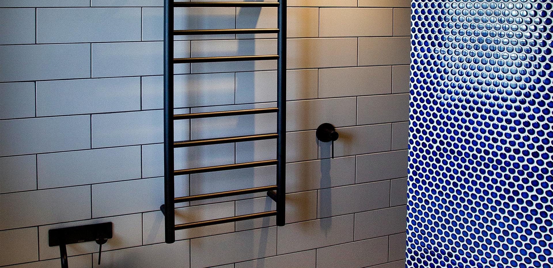 Woonoona Main Bathroom