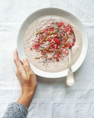 Strawberry protein smoothie bowl