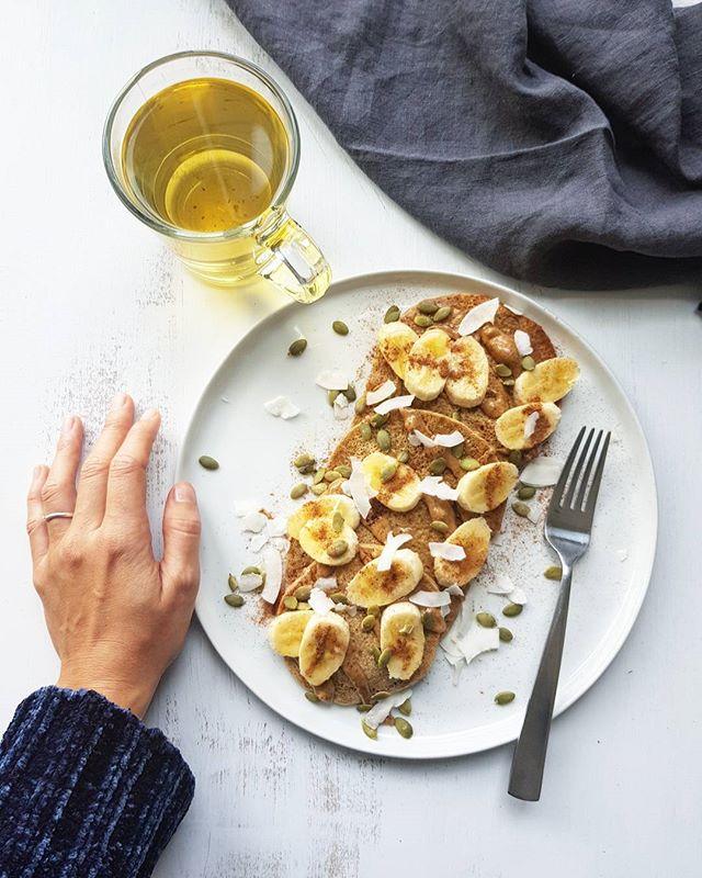 Saturday rhymes with pancakes! Happy weekend to you all! 🥞_#veganpancakes #bestveganpancakes #eatloveplantbasedchallenge #day3 #plantsarepow