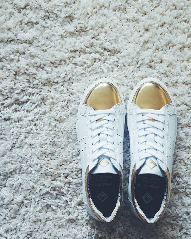 In love ❤ _washedrocks _#sneakers #washedrocks  #sneakersoftheday #ootd #goldenshoes #designedinnewyork #madeinportugal