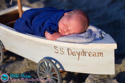 Outdoor Newborn photo session Daydreamer